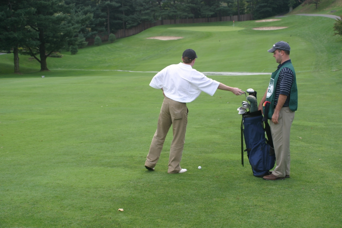 Getting Started As A Caddie A Guide For Beginners Metropolitan Golf Association