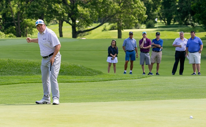 Svoboda makes a 33-foot putt to tie the lead on the 54th hole of the Long Island Open