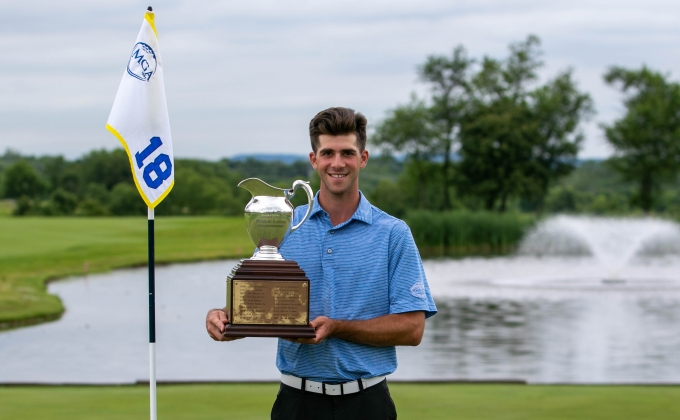 Gray Barnes with the Public Links trophy