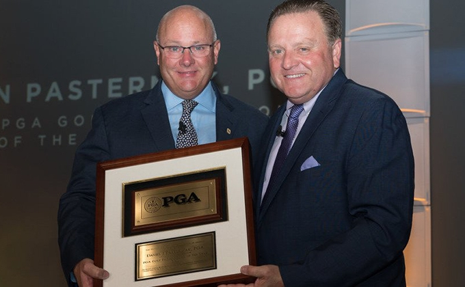 Dan Pasternak receiving the 2018 PGA Professional of the Year Award