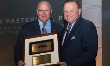Dan Pasternak receiving the 2018 PGA Professional of the Year Award